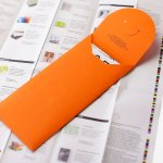 Monsterkamer, orange envelope on top of a sheet